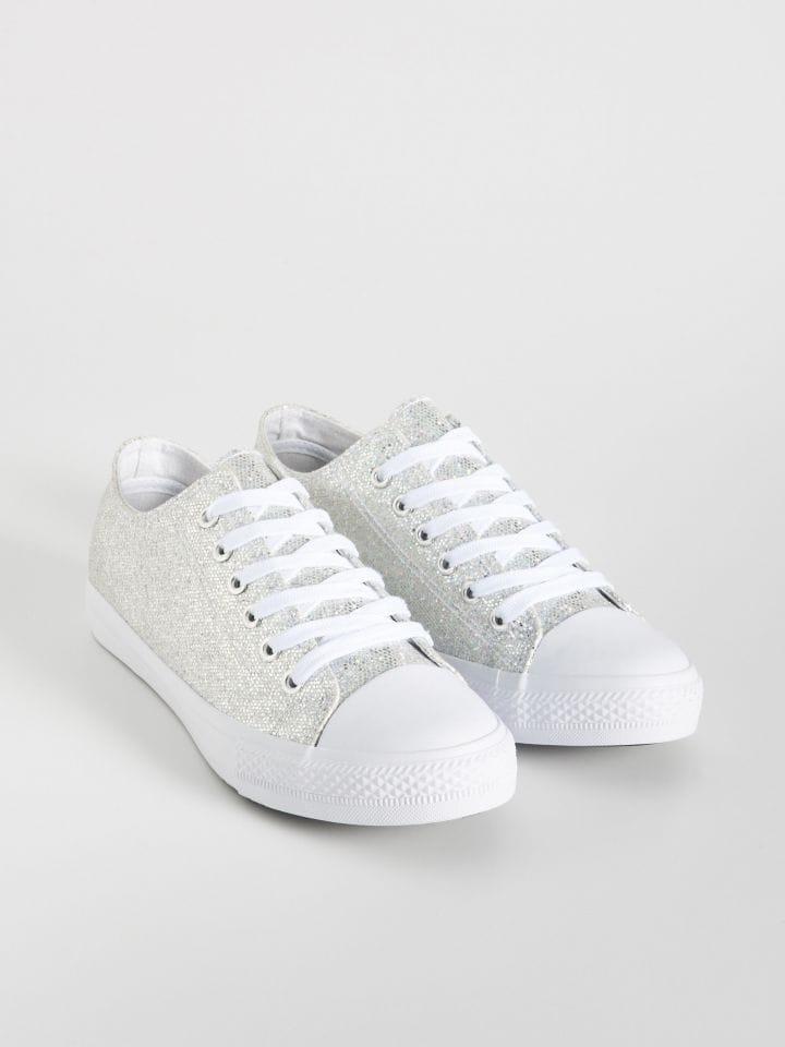 Csillogó tornacipő