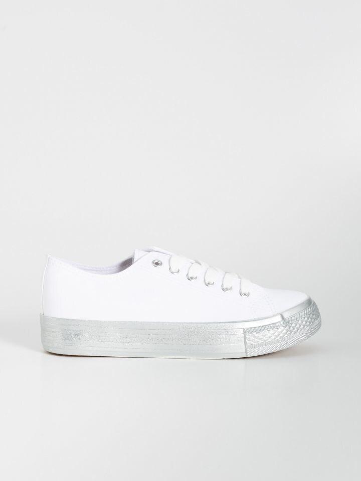 Csillogó talpú tornacipő