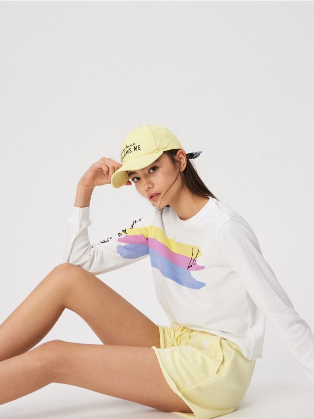 Sports shorts with La print