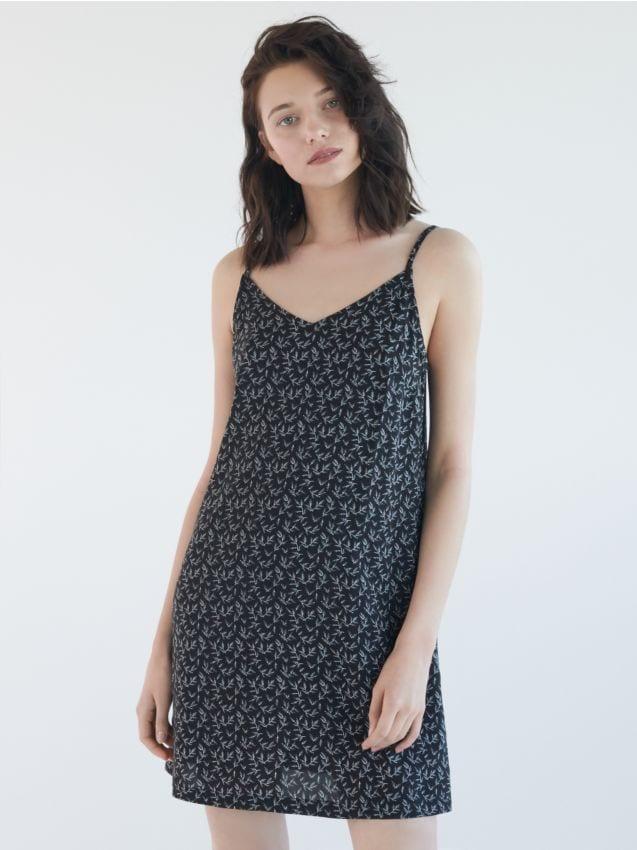 Wzorzysta sukienka z wiskozy