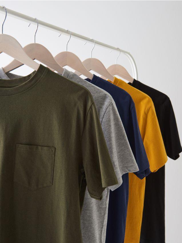 Schlichtes T-Shirt mit Tasche